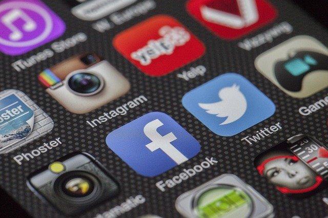 facebook-twitter-social-media