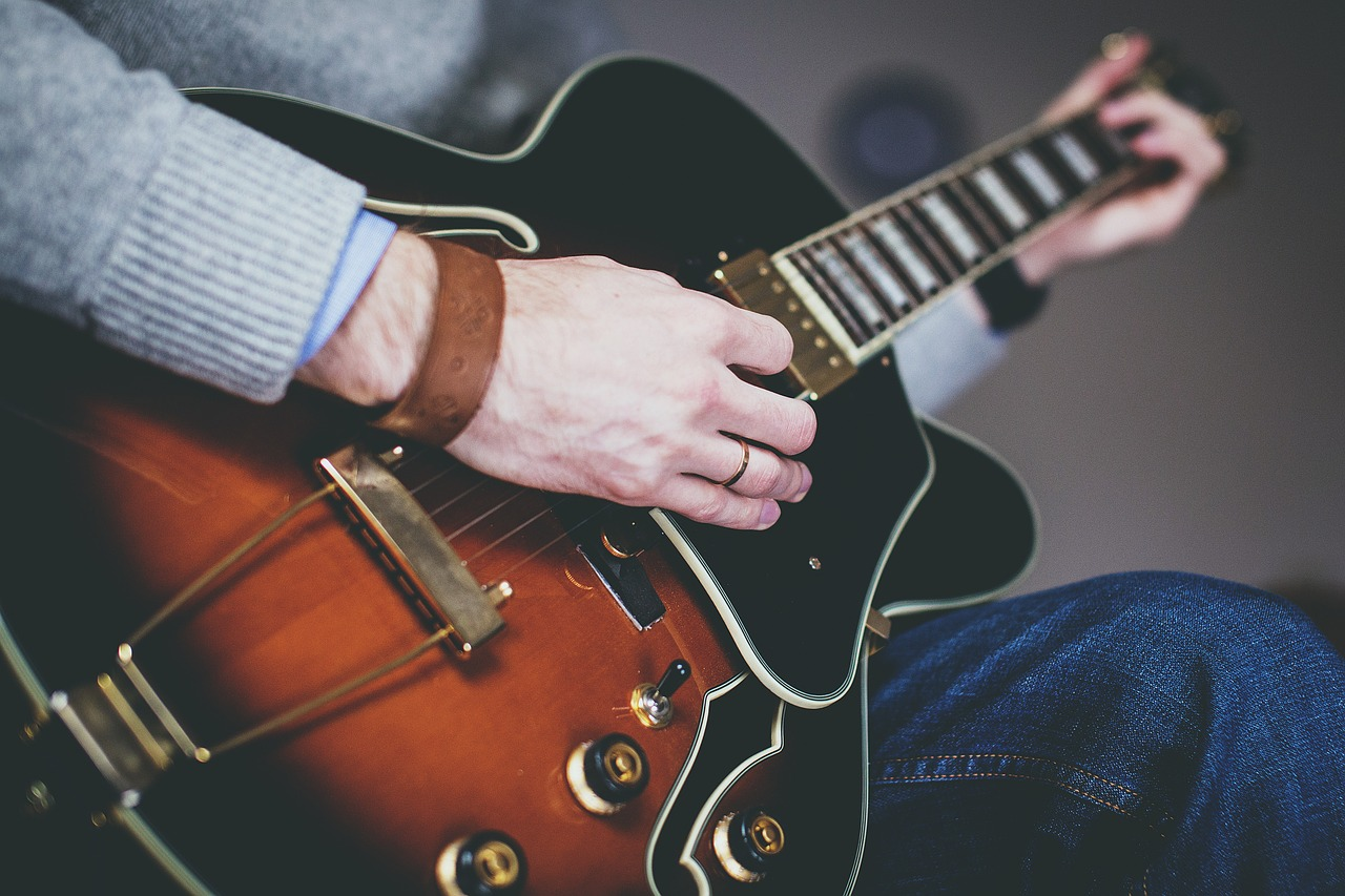 10 Best Guitar Lessons Websites Online