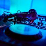 DJ_mixing_in_key