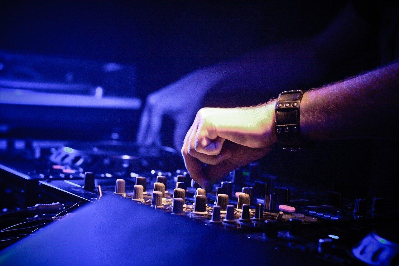 dj-music-mixing