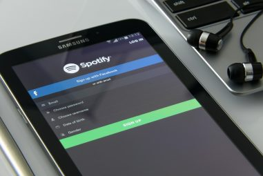Spotify Keeps Pausing Songs – 9 Ways to Fix
