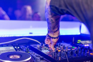 Best DJ Booths – Portable, Sturdy, and Great-Looking Options