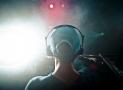 DJs vs Producers (Differences, Famous Artists)
