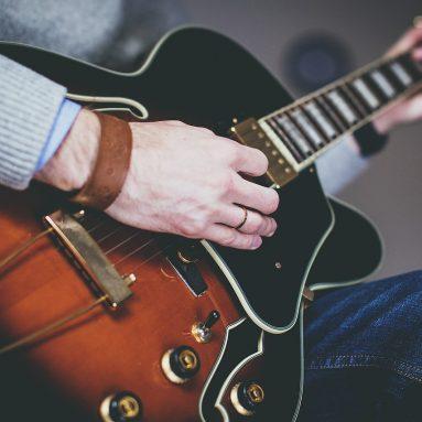 10 Best Guitar Lessons Websites Online