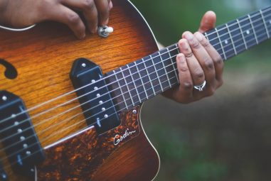 7 Easy Jazz Songs to Play on Guitar
