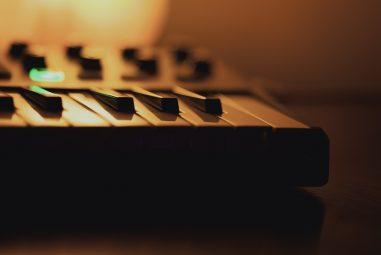 Akai MPK Mini MKII Review – MIDI Controller