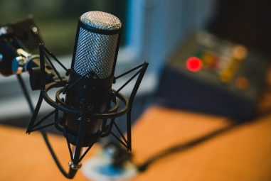 10 of the Best Podcasts for Musicians